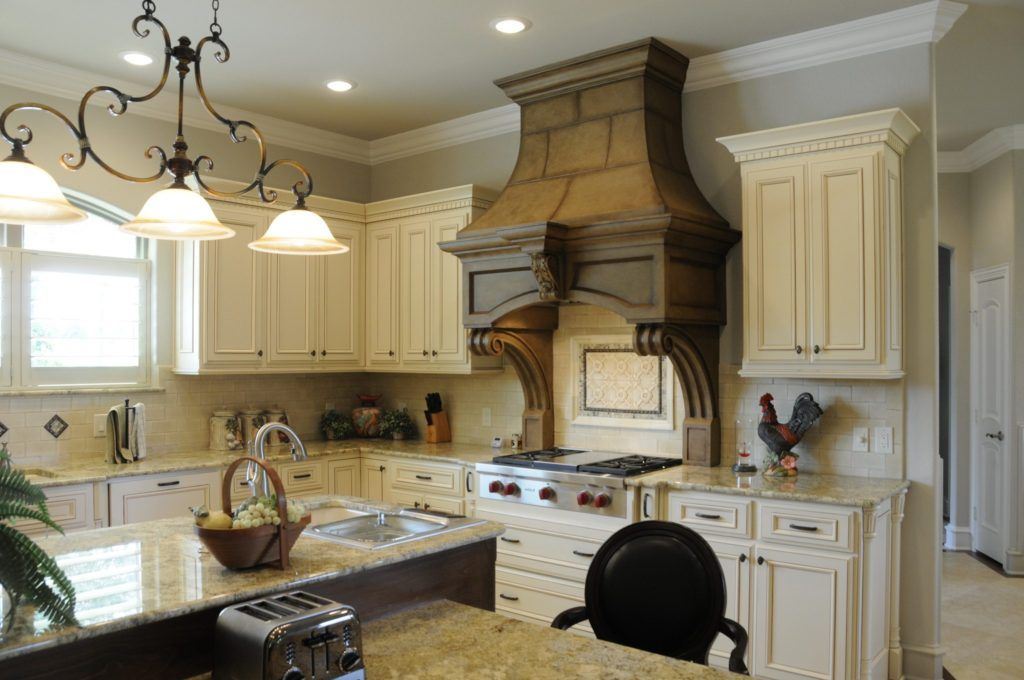 Bayless Custom Homes - Custom Homes Tyler - The White Home Kitchen