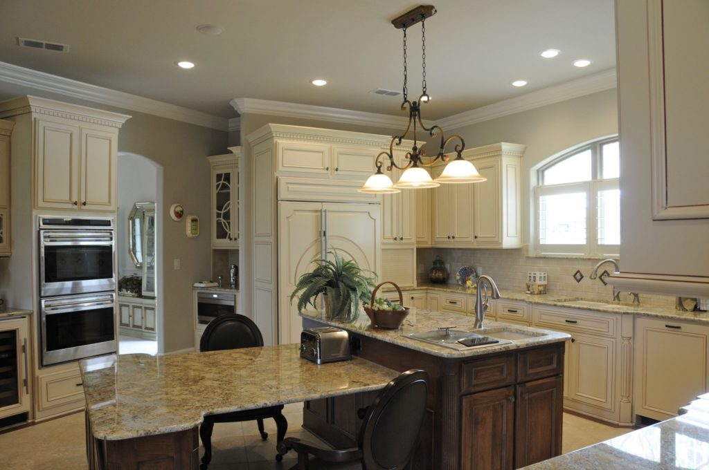 Bayless Custom Homes - Custom Homes Tyler - The White Home Kitchen Version 3