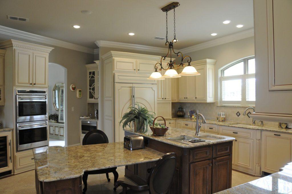 Bayless Custom Homes - Custom Homes Tyler - The White Home Kitchen Version 3